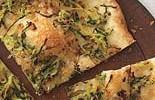 Pizza con calabacín y cebolla