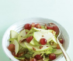 Ensalada de manzana, uvas y apio