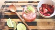 Gin y tonic con un toque de fresas