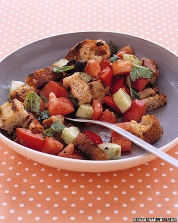 Ensalada de tomate y pan tostado