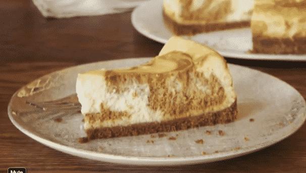 Cheesecake con Remolinos de Dulce de Leche