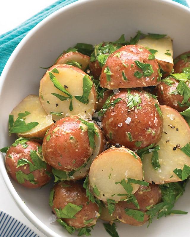 Ensalada de patatas, con per perejil y dijon