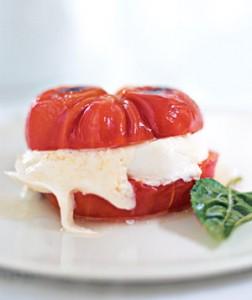 Hamburguesa de tomate y queso mozzarella