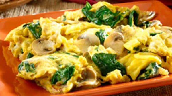 Huevos Revueltos con Espinaca y Champiñones
