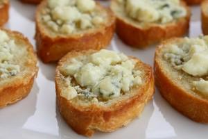 Brushetta con queso gorgonzola y miel