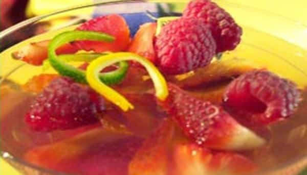 Frutas frescas en Gelatina de Vino Blanco