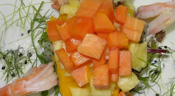 Ensalada de Frutas con Camarones
