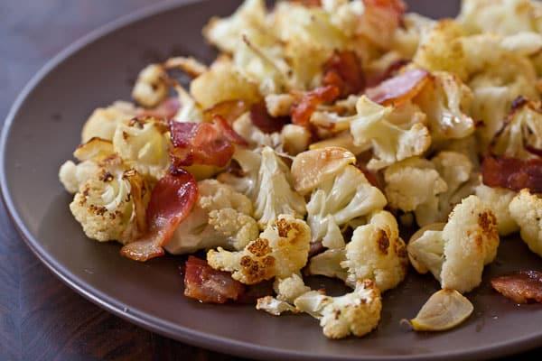 Coliflor asado con ajo y bacon