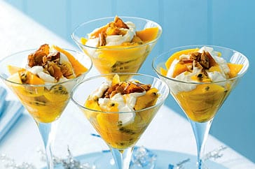Yogur con fruta y nueces