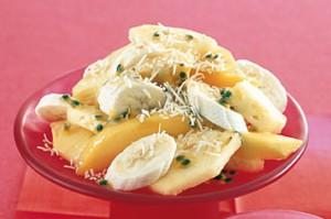 Ensalada de fruta, con coco y crema