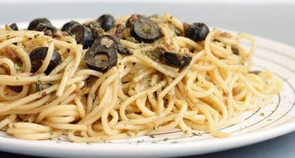 Espaguetis de Aceitunas Negras