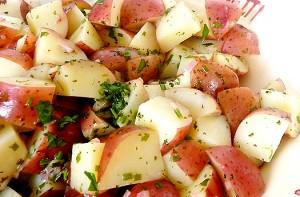 Ensalada de patata con una vinagreta balsámica.