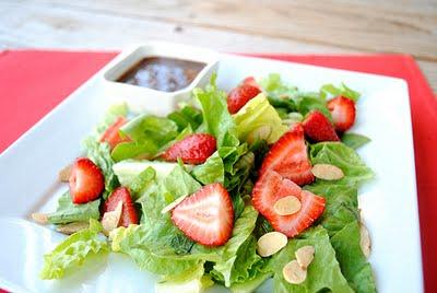 Ensalada con fresas y una vinagreta balsámico