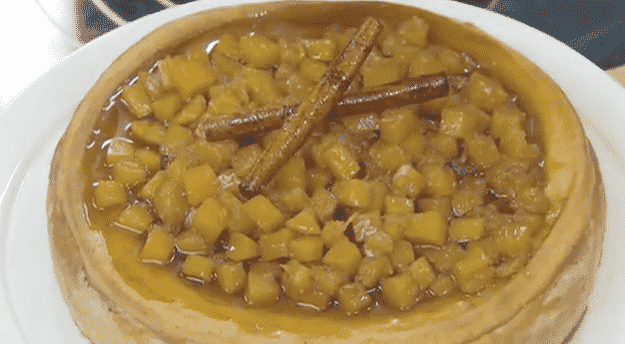 Cheescake cubierto con dulce de calabaza