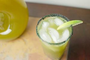 Cóctel de manzana y té verde