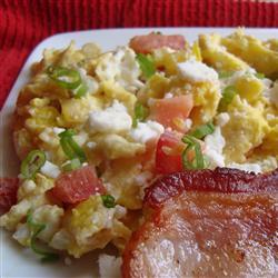 Huevos revueltos con queso feta