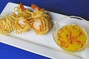 Gambas rebozados en espagueti
