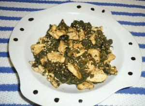 Espinacas con pollo y un toque de sésamo