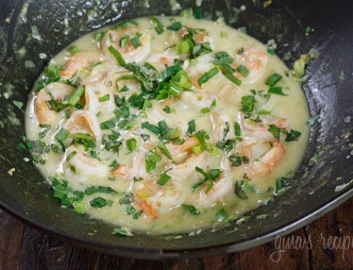 Camarones en salsa de curry verde