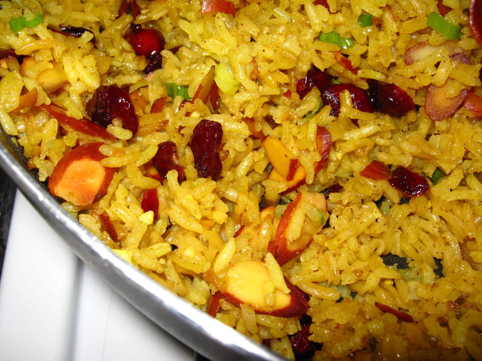 Arroz al curry con un toque de pasas