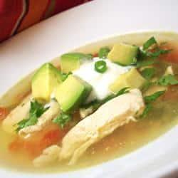 Sopa de aguacate pollo y lima