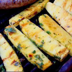 Piña asada con tequila y cilantro