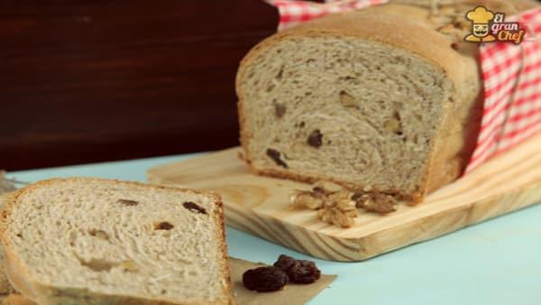 Pan de Maíz con Pasas y Nueces