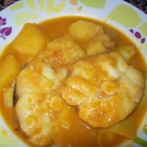 Cazón en Amarillo con Patatas