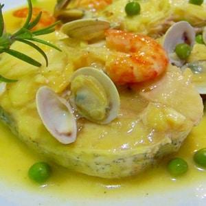 Merluza con Mariscos en Salsa Amarilla