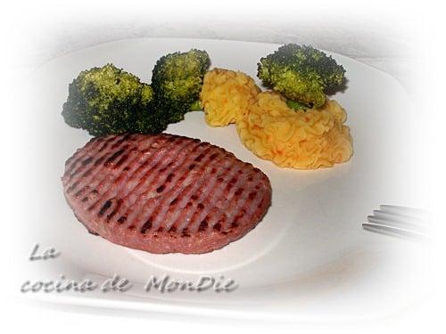 Brócoli al vapor con hamburguesa