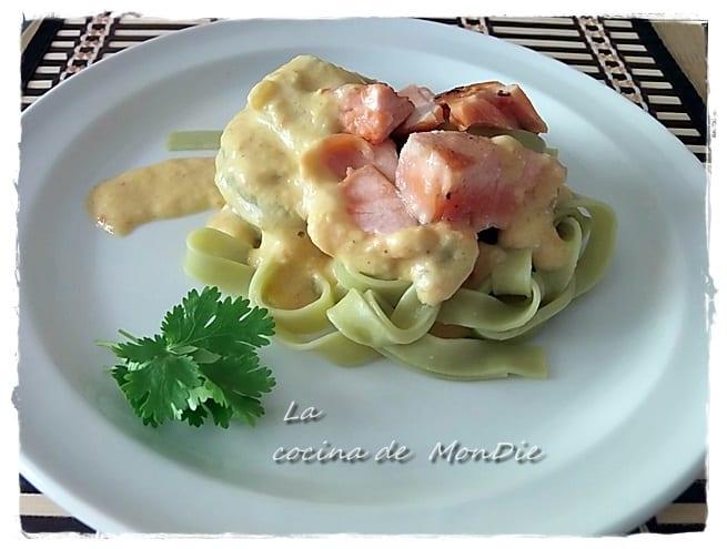 Tallarines verdes con salmón