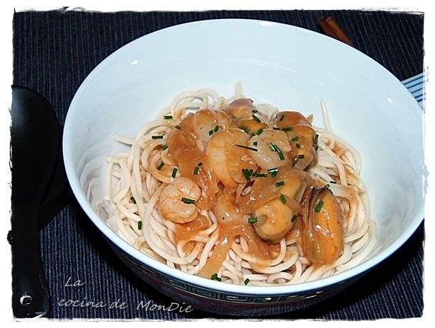 Noodles con gamba y mejillon