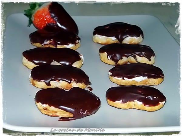 Palmeritas de chocolate rellenas de nata
