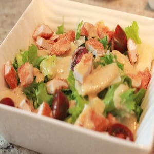 Ensalada César con Pollo y Tomate