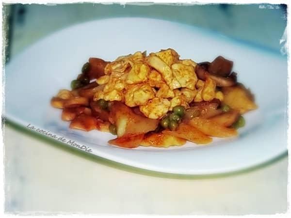 Patatas con pollo al curry y pimentón