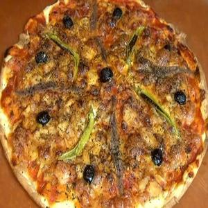 Pizza de Bonito, Anchoa y Guindilla
