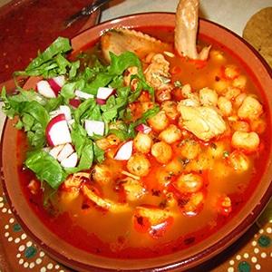pozole rojo de puerco mexicano