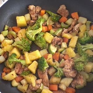 Pollo con Verduras y Piña